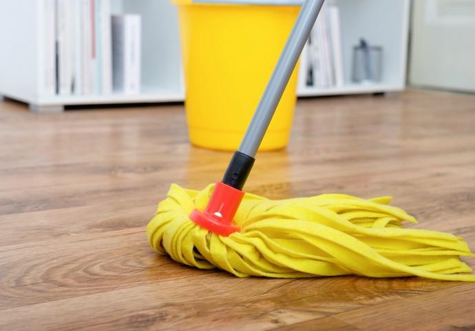 Gambar 1 - Produk cairan desinfektan untuk lantai