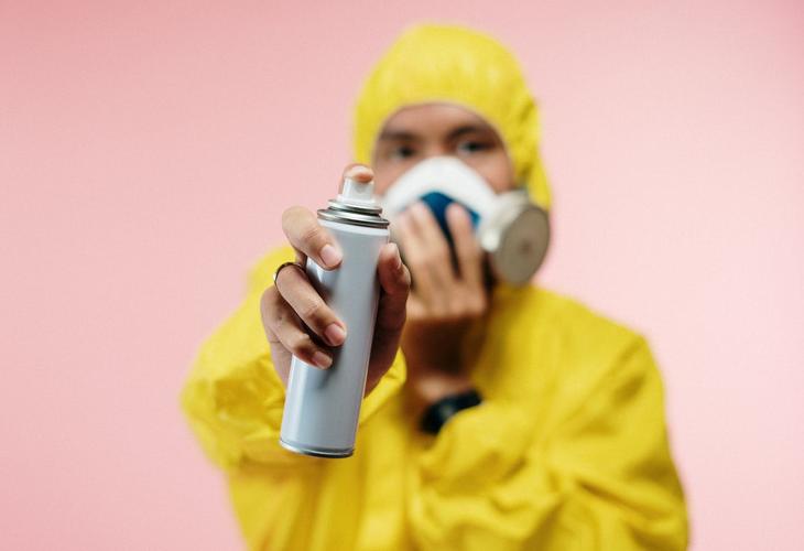 Gambar 3 - Cara paling aman menyemprotkan desinfektan, efektif dan efisien